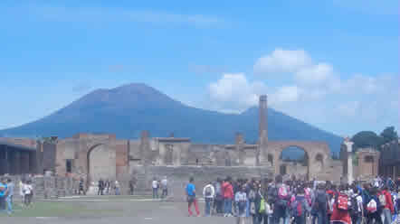 Mount Vesuvius From Pompeii</p>