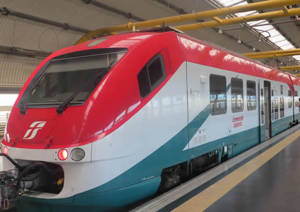 how to get from rome airport to train station